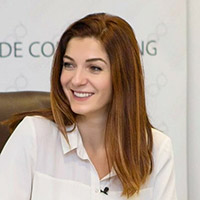 Adriana Arnaut - trainer la cursul de copywriting